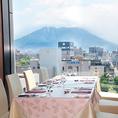 桜島が正面に広がる解放感ある個室。完全個室のため、小規模の宴会、接待、顔合わせ食事会等で人気のお部屋です。※4名様~のご利用いただけます。部屋数に限りがございますので、ランチは3500円以上、ディナーは6500円以上のコースをご利用になるお客様を優先してお通ししております。