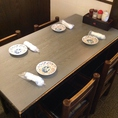 【テーブル席】友人同士のご利用におすすめです。美味しいお酒とお料理を楽しみながらだと会話も弾みます♪