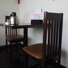 2名様のテーブル席になります。おひとり様のご利用も◎