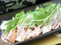 料理メニュー写真アボガドとサーモンのマヨコラボ