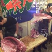 部位ごとに切り分けられていくマグロは見ごたえ抜群です!!新鮮絶品のマグロを食べるなら解体ショーがオススメ!!