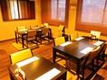 テーブルは繋げ方次第で、人数対応可能です。