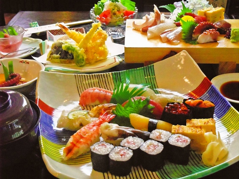 味に自信あり!素材にこだわり、三河湾の旬の天然物の魚介類使用。宴会にも各種対応。