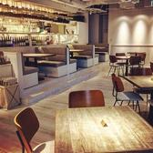 オープンキッチンが一望できる人気のソファー席!様々なタイプのお席をご用意♪