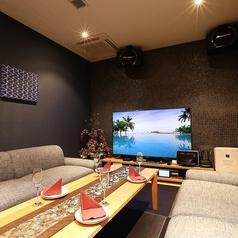 ルームのメインコンセプトは『アジアンリゾート』。バリ島から直輸入の絵画や装飾品が、フォーマルからカジュアルまで幅広く、様々な目的に合わせてご利用頂ける雰囲気を演出いたします。