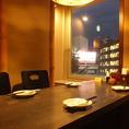 広瀬通りの夜景が見える4名様までの個室です。少人数での飲み会にどーぞ!人気の窓側個室の為、ご予約はお早めに♪