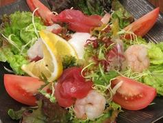 海鮮温玉サラダ