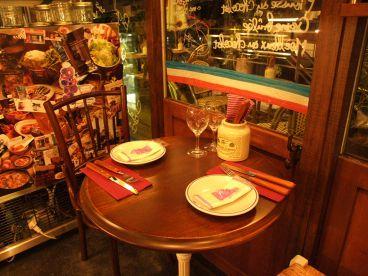 屋根裏のパリ食堂の雰囲気1