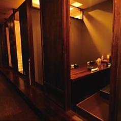 店内西側には、2~6名様用の掘りごたつの個室が6部屋並んでいます。