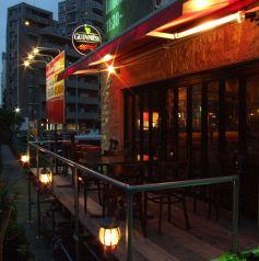 夏には運河沿いテラス席が大人気♪外風を感じながら、飲むビールは格別!テラス席のご予約はお早めに!飲み放題付きコースは2000円~♪