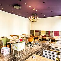 お洒落なアンティーク家具が並ぶデザイナーズ空間
