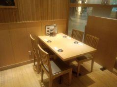 清潔感のあるテーブル席