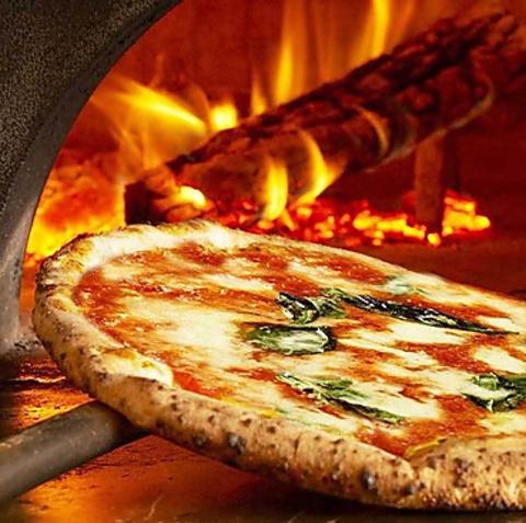 宅配ピザ部門堂々の総合1位を受賞!!レストランでも熱々をお楽しみいただけます!
