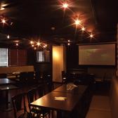 3Fフロアは、ブラックが基調のスタイリシュな個室♪最大80名様、全フロア合わせると、最大180名様まで貸切OK!大人な雰囲気を味わえる、格別なパーティーをトリプルクラウンで実現できます♪