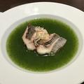 料理メニュー写真イサキの塩焼き、菊菜のあんかけ