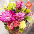 サプライズの花束やケーキもお客様の変わりにご用意いたします♪(有料)