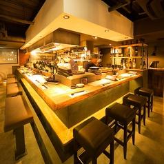 賑やかなオープンキッチンでワイワイガヤガヤ楽しいひと時をどうぞ 。