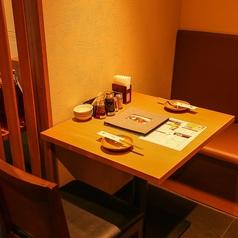 店内奥<2名テーブル×3卓>ございます。ごゆっくりお寛ぎ頂けます◎