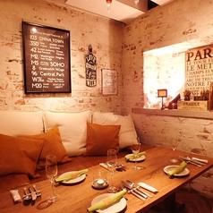 カフェのような雰囲気のテーブル個室(~5名様)