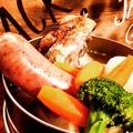 料理メニュー写真2大ブランドポーク!千葉県産アボカドポークフランクと鹿児島県産茶美豚スペアリブのあったかポトフ