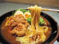 料理メニュー写真名物鳥天チーズカレーうどん(煮卵トッピング+120円)