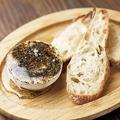 料理メニュー写真日高産マスカルポーネチーズと黒胡椒のハチミツがけ