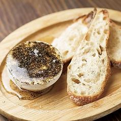 料理メニュー写真日高産クリームチーズと黒胡椒のハチミツがけ