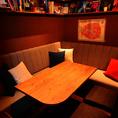 ウッドを基調とした温かみのある店内でくつろげるソファー席は、買い物をした際の一休みに最適です。