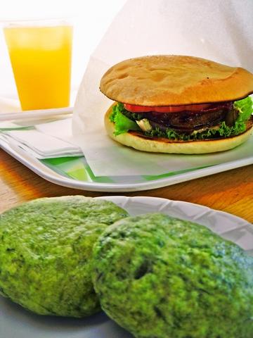 アイランドパークで作られた野菜や九州産のパテを使用したハンバーガーが食べられる。