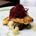 料理メニュー写真鯛のポワレ ビーツ添え