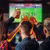 20名様~最大100名様までスポーツ観戦ができる貸切り個室をご用意しております!大型スクリーンに映し出される映像はまるで試合を最前列で観戦しているかのような臨場感です◎盛り上がる事間違いなし!お酒を飲みながらお楽しみ下さい♪