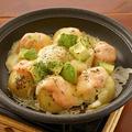 料理メニュー写真アボカド明太チーズの陶板焼き