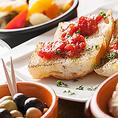 【タパス】まずは、タパスとワインで乾杯!パテやカルパッチョ、オリーブなど本場スペインで親しまれている小皿料理を種類豊富にご用意しております。
