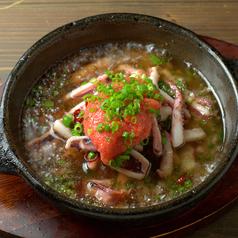 料理メニュー写真函館産真イカと明太子のアヒージョ