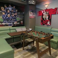 9名様向けのソファ席をご用意しております。団体様利用や二次会利用にぴったりなお席です。試合観戦をするのも着席をしながらできますので、お気軽にお越しください。