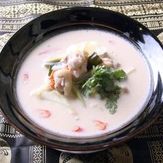 料理メニュー写真トムカーガイ (鶏肉のココナッツミルクスープ)