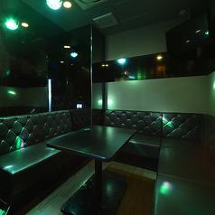 ◆変化するライティングで盛り上がれる個室◆≪ライティングルーム≫楽曲に合わせて照明が変化!きらきらライティングがカラオケを一層盛り上げます!※ルーム数やコンセプトルームの有無は店舗により異なります。