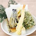 料理メニュー写真天ぷら盛り合わせ/南蛮海老の唐揚げ