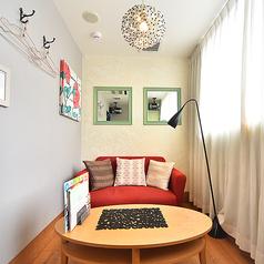 ◆かわいい内装の個室◆≪エレガントルーム≫かわいい内装にゆったりソファーが配置されたエレガントルームは、女性同士で楽しめるお部屋。女子会やママ会などにぜひご利用ください。もちろん男性の方もご利用可能ですので、合コンにも◎※ルーム数やコンセプトルームの有無は店舗により異なります。