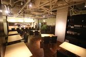 白を基調としたシックな空間でおしゃれにディナーや女子会ができます♪様々なシーンでご利用いただける店舗です♪