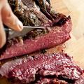 料理メニュー写真とろける黒毛和牛のローストビーフ