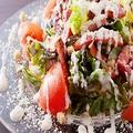 料理メニュー写真山鶏特製シーザーサラダ