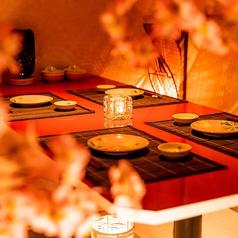 御身内でのお祝い事や飲み事、お仲間内での飲み会など小規模でのご宴会に幅広くお使い頂ける中規模個室もご用意いたしております。