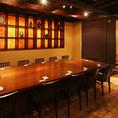 キッチンを一望のセンターテーブルも人気急上昇中のお部屋です会社宴会・接待・女子会・合コン・二次会など様々なシーンに最適です。宴会コースは全コース飲み放題付きでご用意しております。新橋エリアで居酒屋をお探しの幹事様、ぜひお電話下さい。