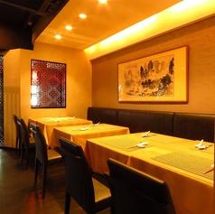 用途やシーンに合わせて、完全個室・テーブル席・半個室・カウンターなど多彩なお席をご用意しております。