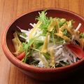 料理メニュー写真音戸ちりめんと大根の彩りサラダ