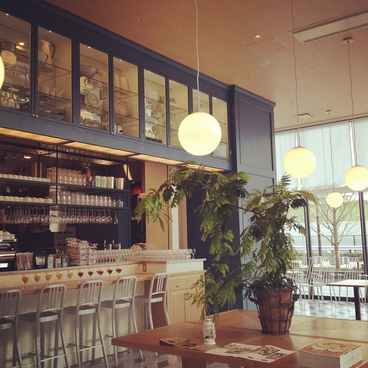 SOHOLM CAFE + DINING スーホルム カフェ アンド ダイニングの雰囲気1
