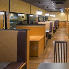 テーブル席は25卓ございます。ご家族、ご友人とのお食事はもちろん、各種ご宴会もぜひ『かごの屋』をご利用下さい。※店舗により部屋の配置・席数が異なる場合がございます