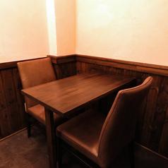 2名様用のテーブルです。仕切りもございますのでデートにもどうぞ♪