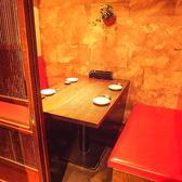 4名様までご利用いただけるプライベート個室は、デート・接待・記念日のお祝い・女子会に多くご利用いただいております。